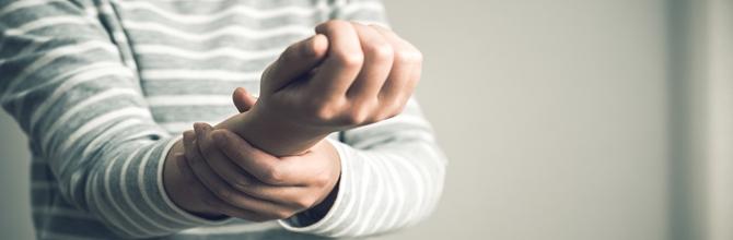 「力み過ぎ注意!受験勉強で発症しがちな腱鞘炎を防ぐ方法」サムネイル画像