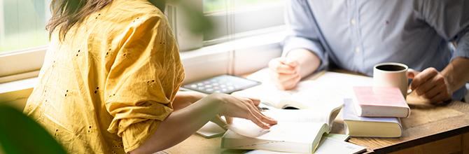 「カフェで勉強は集中できる!?カフェ勉のメリットを高める店選びのポイント」サムネイル画像